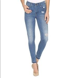 Levi's 💕High Rise Skinny Distressed Stretch Jeans